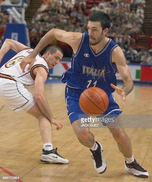 Italian Andrea Meneghin drives past Spanish Ignacio Rodriguez during the Euro 99 Basketball championships final between Italy and Spain 03 July 1999...