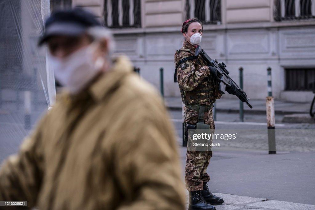 Italy Continues Nationwide Lockdown To Control Coronavirus Spread : Nieuwsfoto's