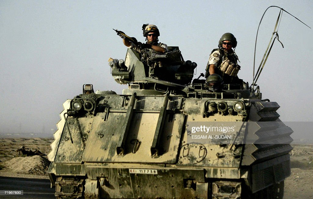Italian army soldiers patrol an area at : News Photo