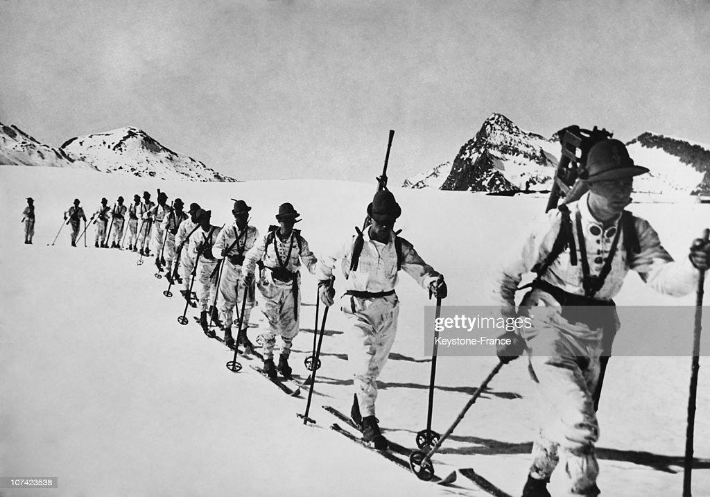 Italian Army Winter Manoeuvres In Alps : News Photo