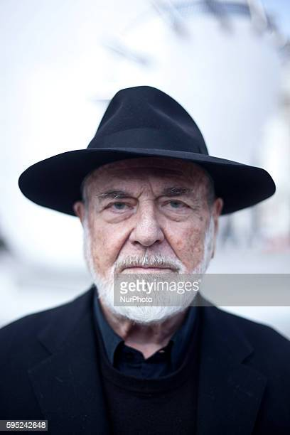 Italian artist Michelangelo Pistoletto poses in front of his sculpture La Mela Reintegrata in Milan on March 21th 2016