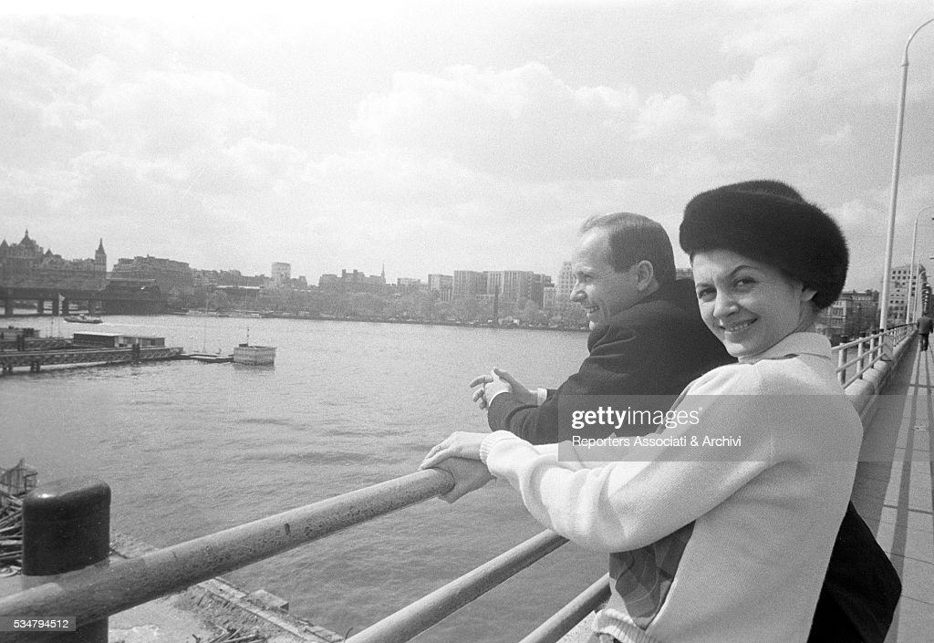 Carla Fracci and Beppe Menegatti watching the Thames River : News Photo