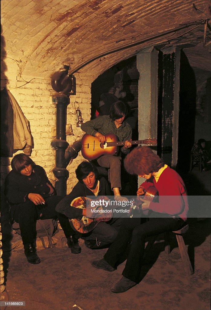 Beatniks With Guitars : News Photo