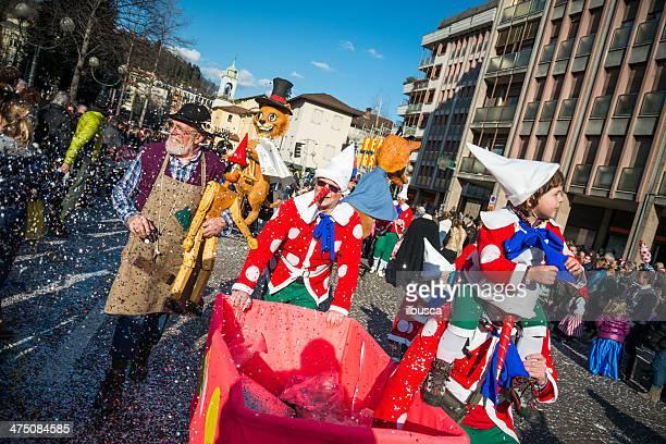 Italiano parata di Carnevale in piccole città