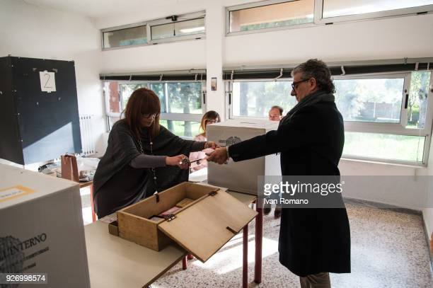 Italian citizens go to the polls to cast their votes to elect a new Italian government on March 4 2018 in Pontecagnano Faiano Italy Approximately 466...