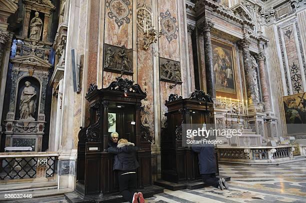 italian city of naples - catolicismo fotografías e imágenes de stock