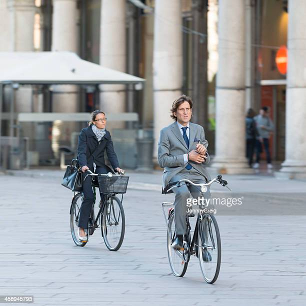 italian commuters in milan - look no hands! - hands free cycling stock pictures, royalty-free photos & images