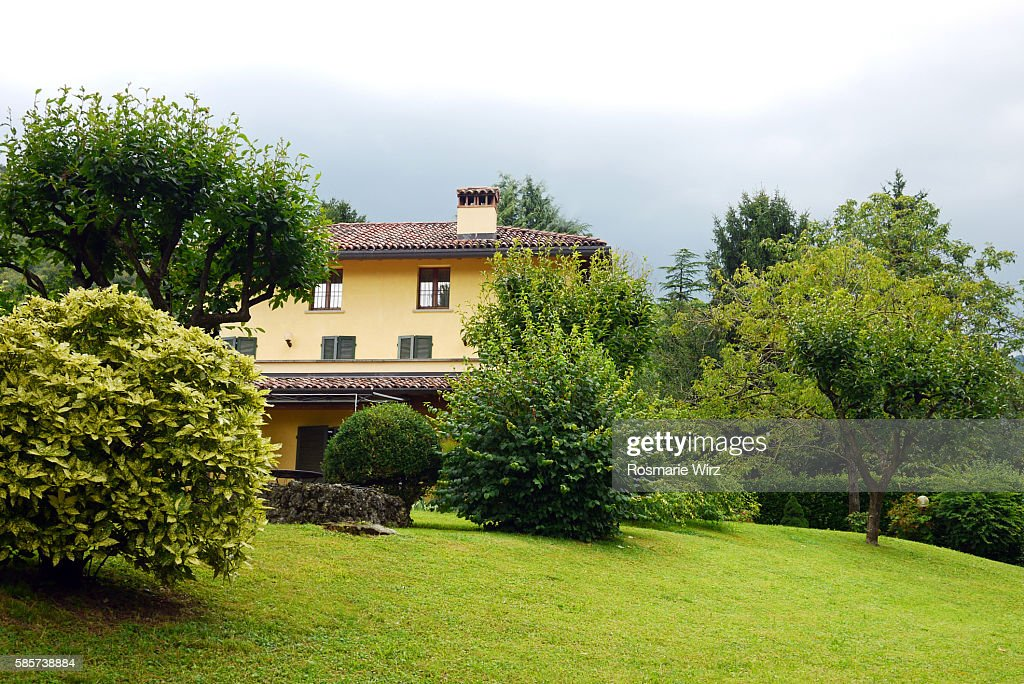 Italian country house and garden : Stock-Foto