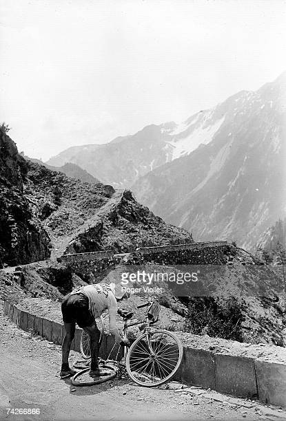 Italian cyclist Vicenzo Borgarello's fixing a flat tyre during the GrenobleNice stage of the 1912 Tour de France
