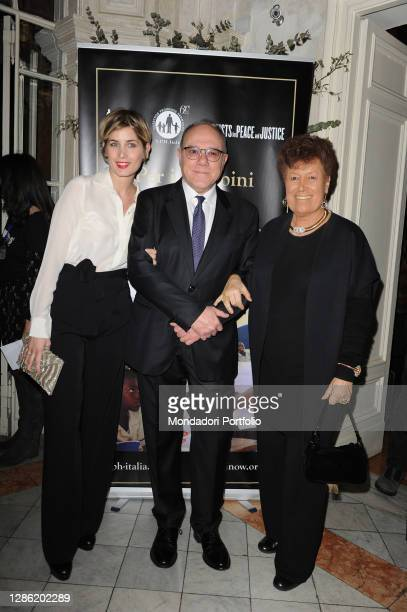 Italian director and actor Carlo Verdone with his daughter Giulia Verdone and the stylist Carla Fendi at the fundraising evening, organized by the...