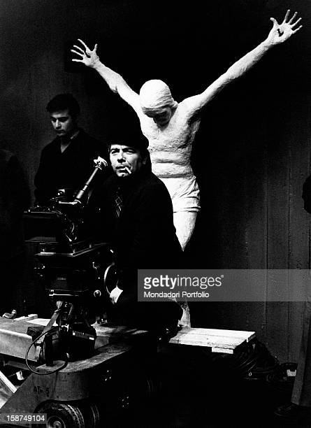 Italian director and scenarist Elio Petri filming with the camera on the set of Todo modo 1975