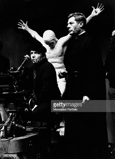 Italian director and scenarist Elio Petri giving directions to Italian acotr Marcello Mastroianni on the set of Todo modo 1975