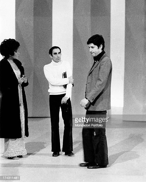 Italian director Antonello Falqui, British singer Shirley Bassey and American dancer-choreographer Don Lurio talking during the rehearsals of the TV...