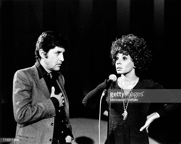 Italian director Antonello Falqui talking to British singer Shirley Bassey during the rehearsals of the TV variety show Teatro 10. Rome, 1971.