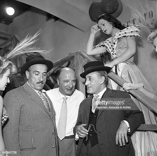 Italian director Camillo Mastrocinque and Italian actors Totò and Peppino De Filippo talking during a break on the set of Totò Peppino e la...
