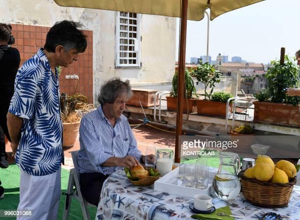 Italian director Carlo Vanzina with actor Vincenzo Salemme on set film Caccia al Tesoro