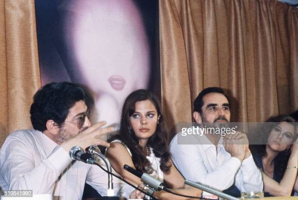 Italian director Ettore Scola attends to a press conference about his movie La Terrazza with his actors Agostina Belli Vittorio Gassman and Stefania...
