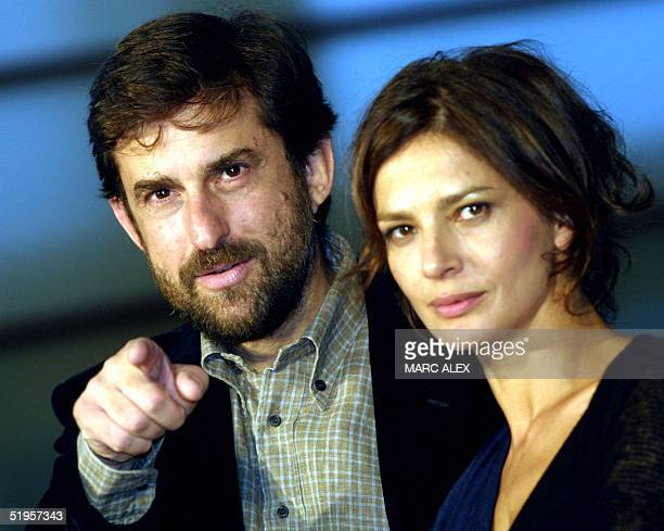 Italian director Nanni Moretti winner of the Palme d'Or in Cannes Festival 2001 poses with actress Laura Morante at the photocall during the 49th...