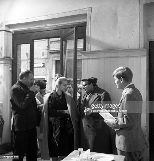 Italian director Valerio Zurlini talking to Italian actress Valeria Ciangottini and French actor Jaques Perrin during a break on the set of the film...