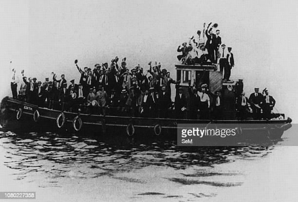 Italian emigrants of the early twentieth century. Relatives of Italian immigrants awaiting their release from Ellis Island. 1915.