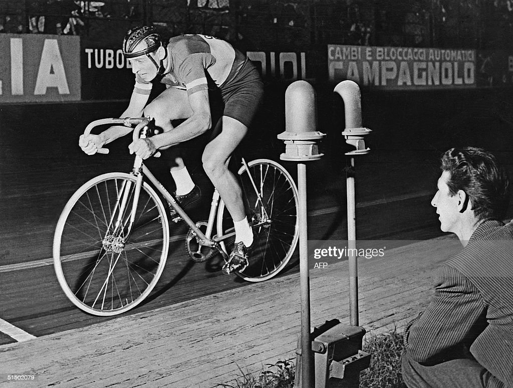Italian Ercole Baldini competes in the 'Week of Records' at the Vigorelli in Milan, 09 September 1956. Baldini was the first amateur in cycling history to break a record in the 10 and 20kms race.