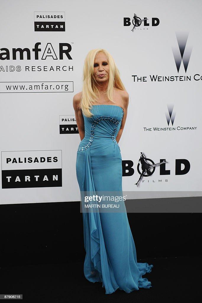 481a773099d Italian fashion designer Donatella Versace arrives to attend the ...