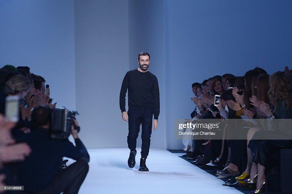Giambattista Valli : Runway - Paris Fashion Week Womenswear Fall/Winter 2016/2017 : News Photo