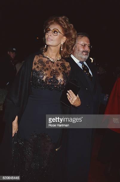Italian fashion designer Gianfranco Ferré and Italian actress Sophia Loren attend the premiere for Robert Altman's 'Ready to Wear' 1994