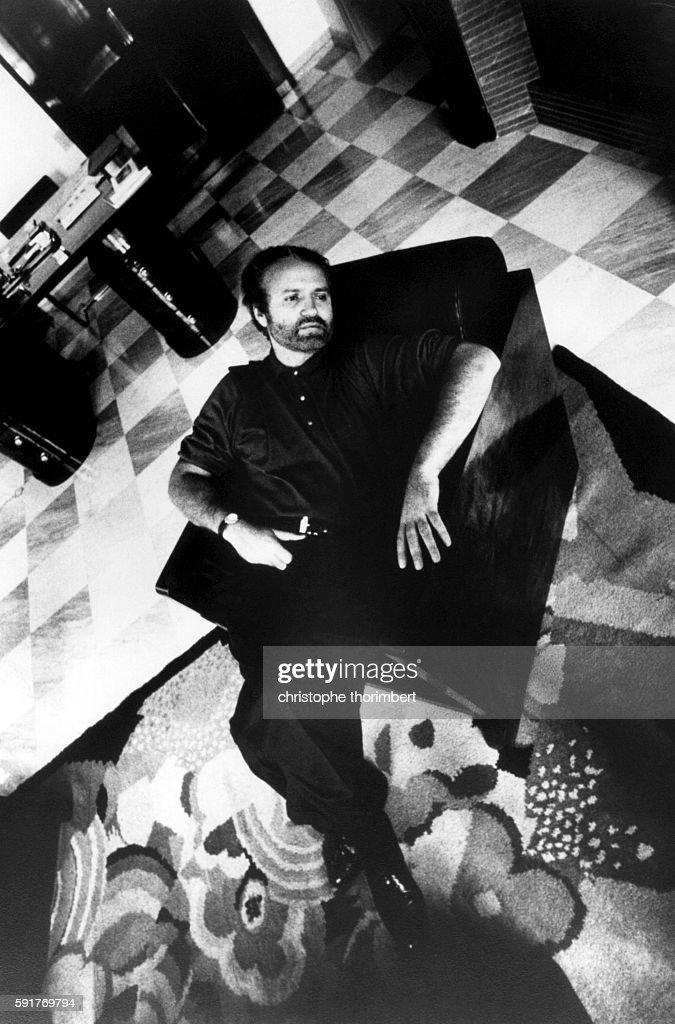 Designer Gianni Versace Sitting in Chair : Nachrichtenfoto