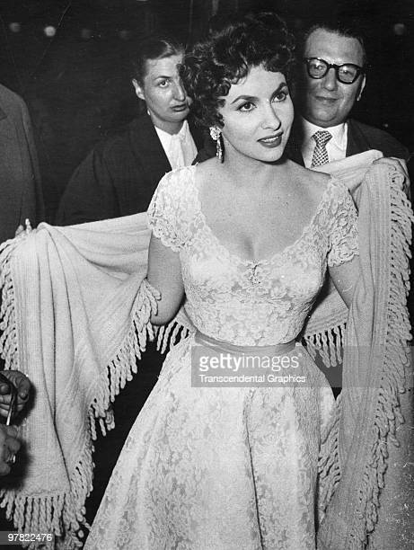 Italian film actress Gina Lollabrigida arrives for a screenin at the Berlin Film Festival, Berlin, Germany, mid June 1954.