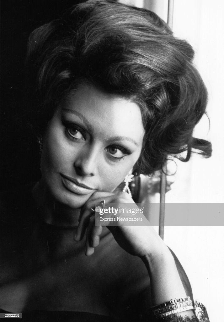 Italian film actress, Sophia Loren at a photocall.