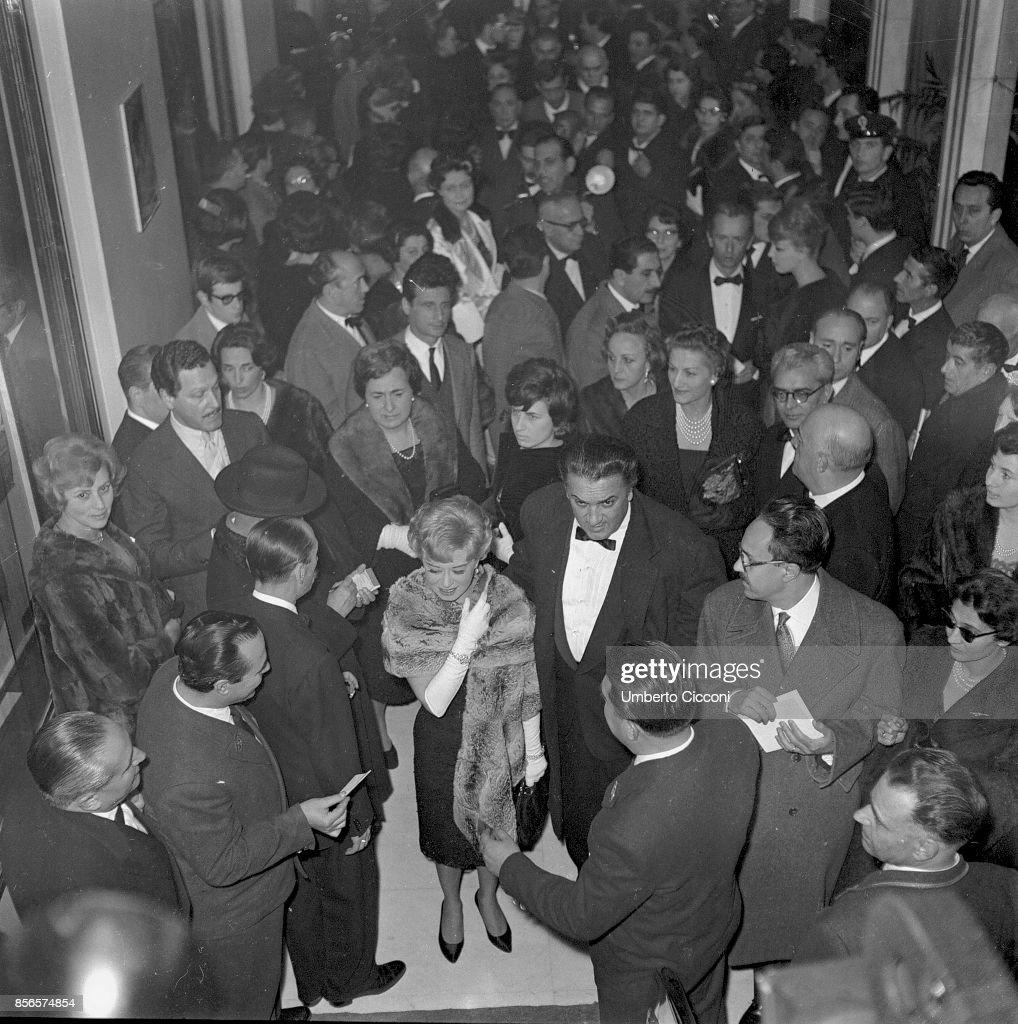 Film director Federico Fellini at the 'Cinema Fiamma' for the premiere of 'La Dolce Vita' with his wife and actress Giulietta Masina, Rome 1960 : News Photo