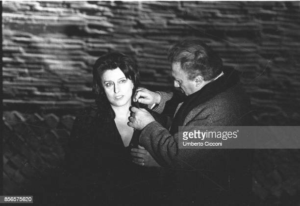 Italian film director Federico Fellini directing Italian actress Anna Magnani during the movie 'Roma Rome 1971