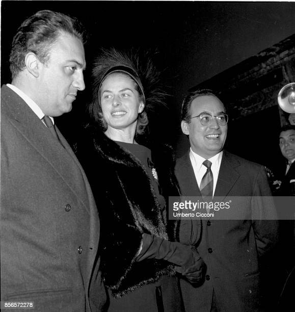 Italian film director Federico Fellini is with the Swedish actress Ingrid Bergman and Dino De Laurentiis at the 'Quirinal Palace' in Rome 1957