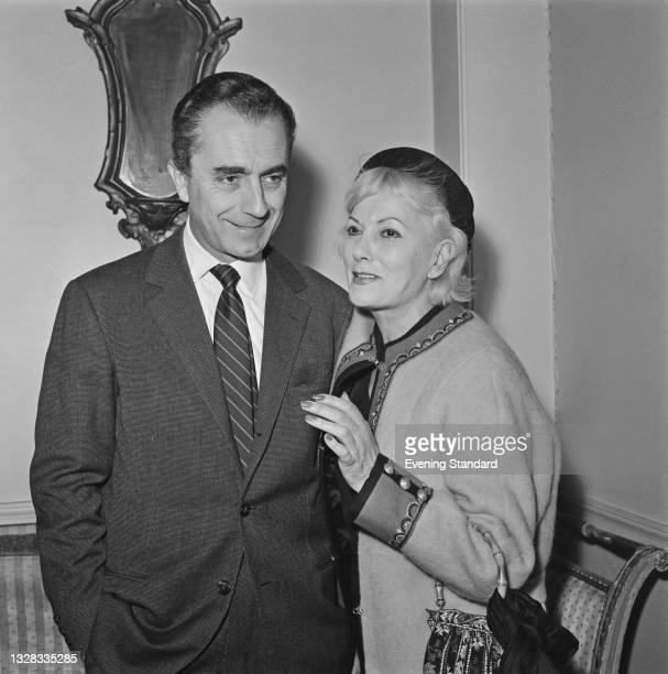 Italian film director Michelangelo Antonioni with Italian actress Isa Miranda , UK, 29th March 1965.