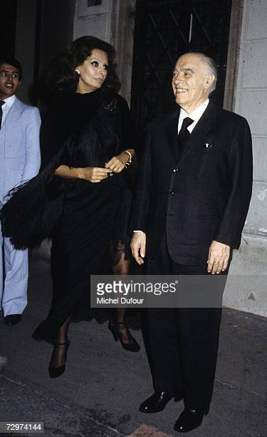 Italian film producer Carlo Ponti and his wife Italian actress Sophia Loren are seen in this photo taken between 1978 and 1982 in Paris France Ponti...