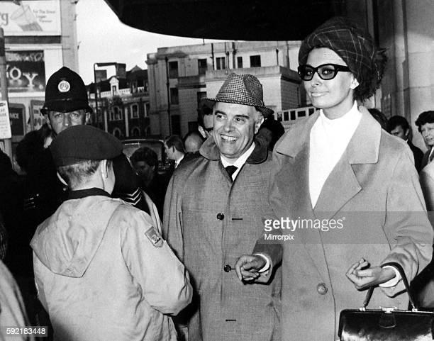 Italian film star Sophia Loren and Carlo Ponti arrive at Cardiff General Station Loren is in Wales to film scenes for the movie 'Arabesque' 21st Aug...