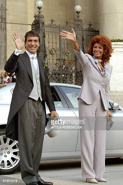 Italian film star Sophia Loren and her youngest son Carlo Ponti wave to the crowd in front of the Basilica in downtown Budapest 18 September 2004...