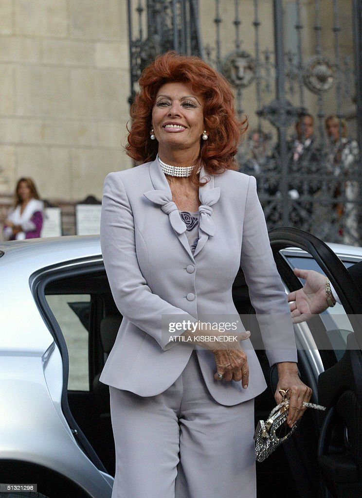Italian film star Sophia Loren arrives a : News Photo