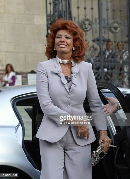 Italian film star Sophia Loren arrives at the Basilica in downtown Budapest 18 September 2004 prior to her son Carlo Ponti's wedding ceremony with...