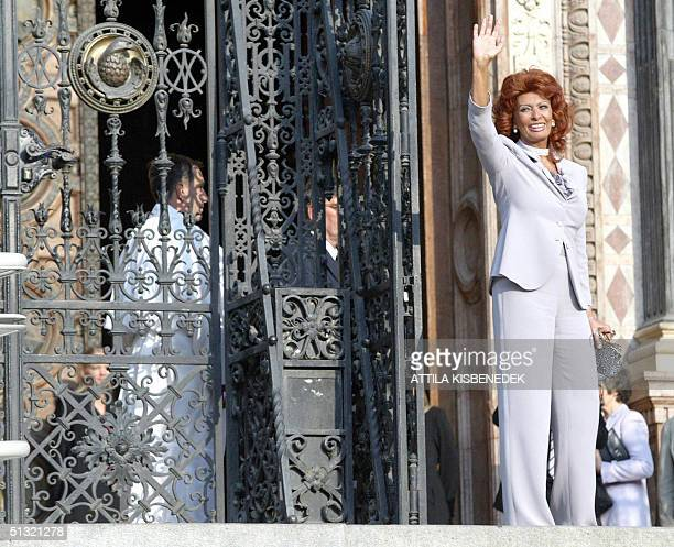Italian film star Sophia Loren waves on the stairs of the Basilica in downtown Budapest 18 September 2004 prior to her son Carlo Ponti's wedding...