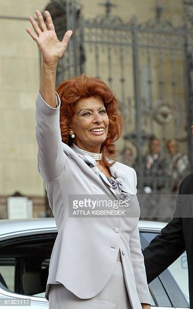Italian film star Sophia Loren waves to the crowd at the Basilica in downtown Budapest 18 September 2004 prior to the wedding ceremony of her...