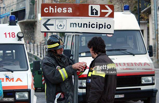 Italian firefighters close off a street as they evacuate buildings after an earthquake November 1, 2002 in San Giugliano di Pugia, 60 km southeast of...