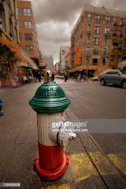italian flag colors  hydrant - mulberry street stock pictures, royalty-free photos & images