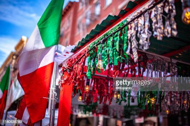 italian flag divider on restaurants in little italy - little italy new york foto e immagini stock