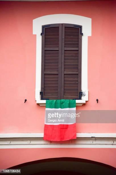 italian flag - bandera italiana fotografías e imágenes de stock