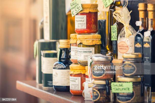 italian food products - mercanzia foto e immagini stock
