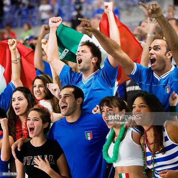 italian football fans cheering - internationaal voetbalevenement stockfoto's en -beelden