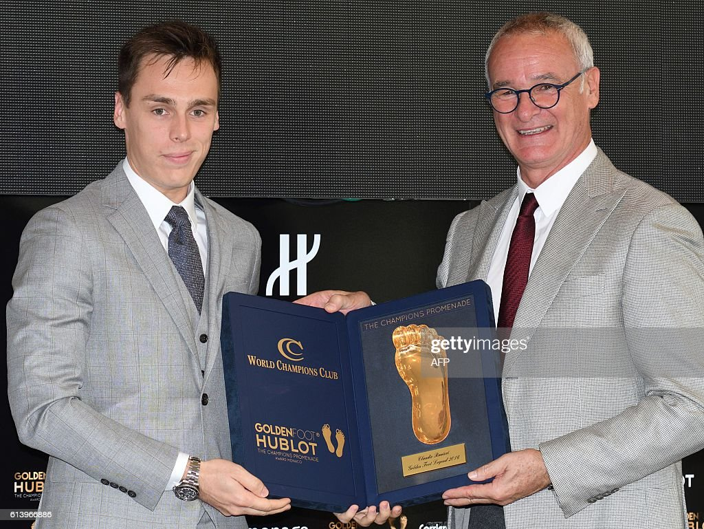 Italian football manager and former player Claudio Ranieri receiving from the son of Princess Stephanie of Monaco Paul Ducruet, his award for the Golden Foot Legend on October 11, 2016 in Monaco during the Golden Foot Award. / AFP / Yann COATSALIOU