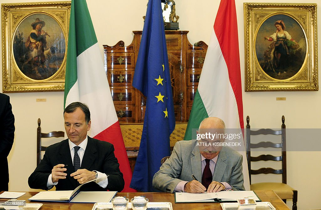 Italian Foreign Minister Franco Frattini (L) signs a cooperation aggreement between their countries with his Hungarian counterpart Janos Martonyi (R) at the ministry of Foreign Affairs in Budapest on June 16, 2010. Frattini is on a one-day official visit to Hungary.